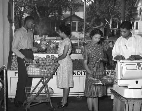Black and white photograph of shoppers inside St. Paul's Credjafawn Co-op at 678 Rondo Avenue c.1950.