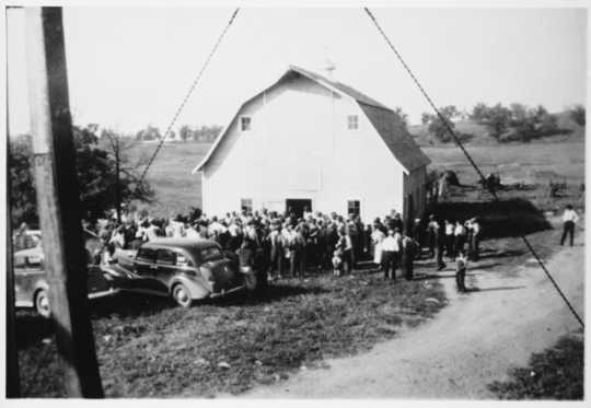 Black of an auction at Figura farm, Burnsville, 1938.