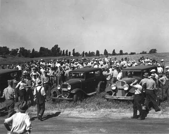 Police, strikers, and workers at Dunning Field.
