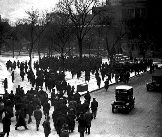 Black and white photograph of Street Railway union supporters gathering in Rice Park in St. Paul on December 2, 1917 for a meeting.