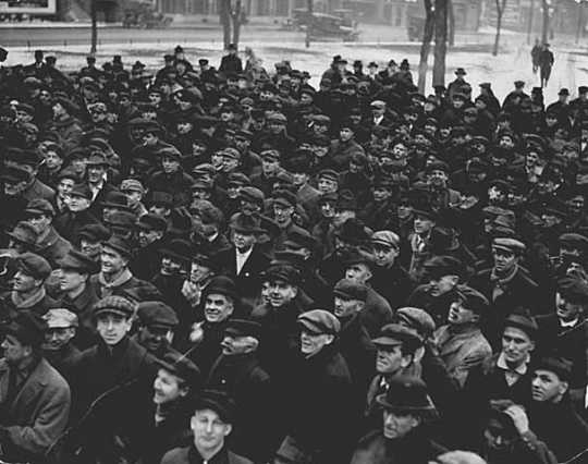 Black and white photograph of a crowd of striking workers assembled during the Street Railway Company strike in St. Paul, 1917.
