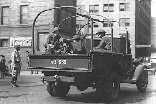Black and white photograph of the National Guard with machine gun mounted on a truck, Minneapolis, 1934.