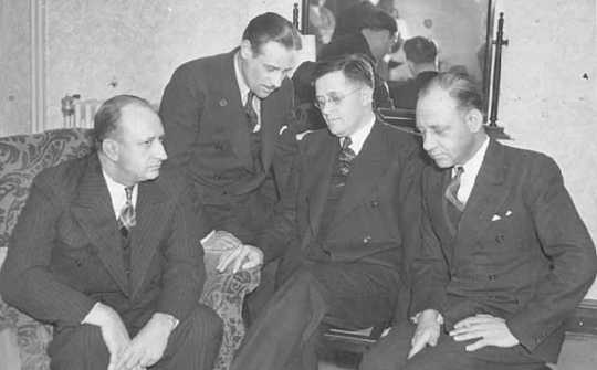 Black and white photograph of Governor Elmer Benson (center right) at a conference with American Gas Machine Company strike representatives in Albert Lea, 1937.