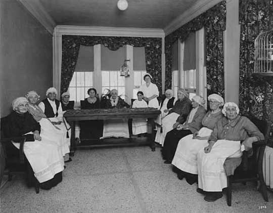 Black and white photograph of women in the Jewish Home for the Aged, St. Paul, 1925.2