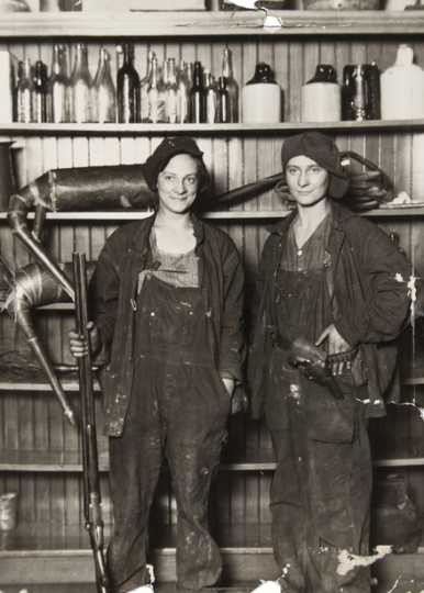 Black and white photograph of two women arrested by federal agents for making moonshine near St. Paul, 1921. Photographed by the St. Paul Daily News.