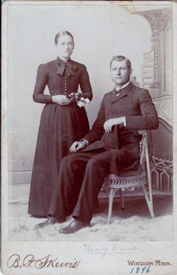 Black and white photograph of Heinrich Enns and Maria Ewert Enns, 1896.