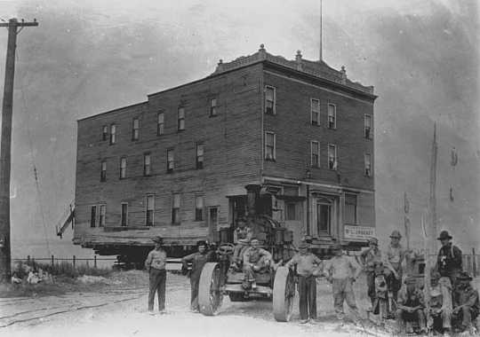 Colonial Hotel being moved to new site, Hibbing