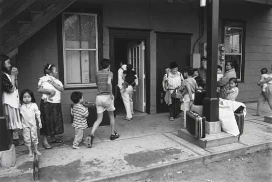 Black and white photograph of Hmong Families, Frogtown, 1994. Photograph by Wing Young Huie.
