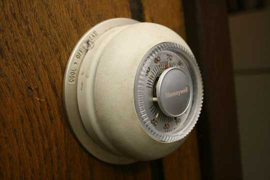 Black and white image of Honeywell Round thermostat.