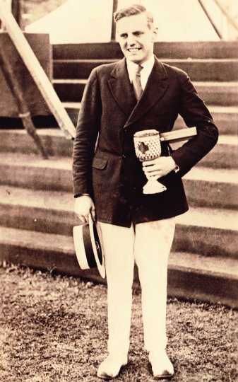 Walter Hoover with Diamond Sculls trophy