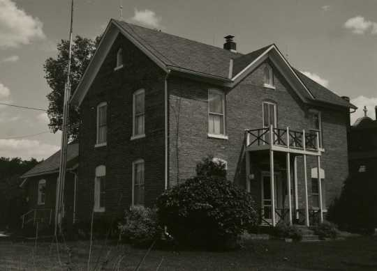 Black and white photograph of a brick house built by Henry Imdieke in Meire Grove in 1883.