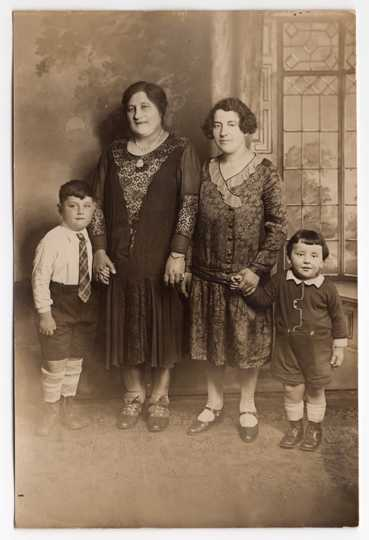 Hyman Berman at age five, with family