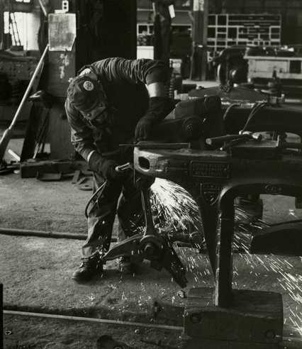 Black and white photograph of a worker at the Northern Pacific Railway Company Como Shops, St. Paul, 1970. Photograph by Joe E. B. Elliott.