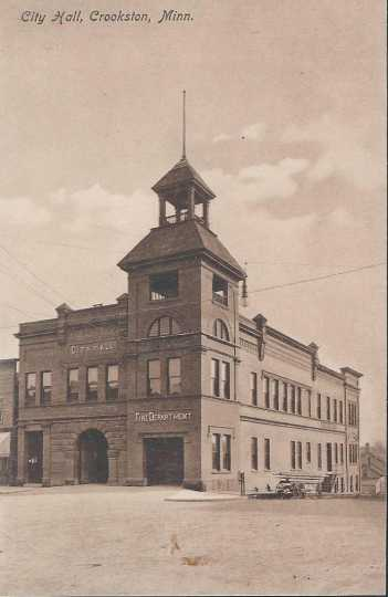 Postcard of Crookston's city hall, ca. 1915.