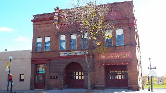 Color image of Crookston city hall, October 2016.