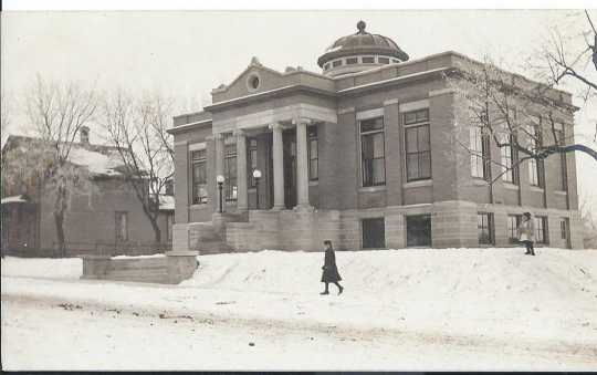 Black and white photograph of a library building designed by Keck in 1904 and completed in 1908. Located at 120 North Ash Street.