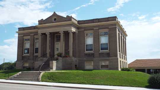 Color image of the Carnegie Library, 120 North Ash Street, Crookston, 2016.