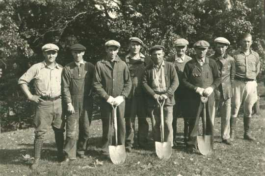 Barberry eradication crew, ca. 1930s.The Barberry Eradication Program took advantage of government work relief programs during the era of the Great Depression.