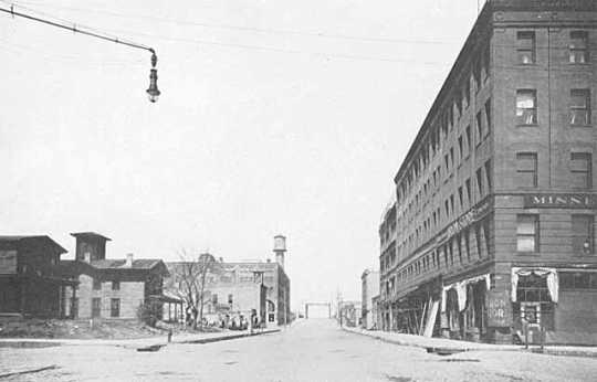 A street scene at the intersection of Second Street North and Second Avenue North, Minneapolis, around the time that Ida Dorsey operated a brothel on Second Avenue. Photographer unknown, ca. 1912.