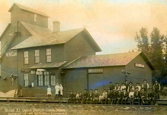 Black and white photograph of a railroad depot in Iona, 1909.