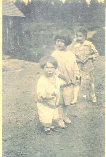 Irene Paull as a child with her siblings