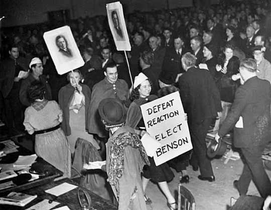 Black and white photograph of a spontaneous demonstration for Governor Elmer Benson at Duluth Convention, 1938.