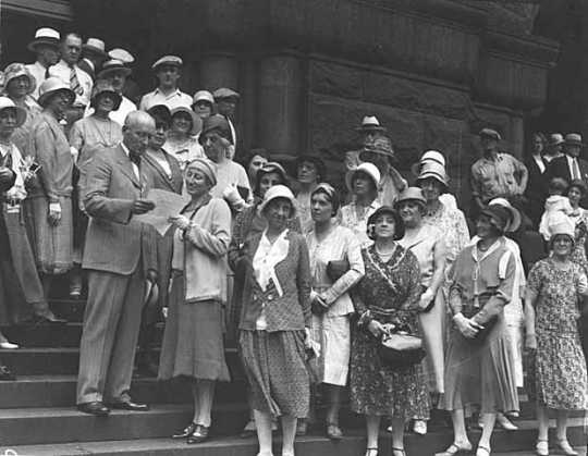 Black and white photograph of the Women's International League for Peace and Freedom, greeted by Mayor Anderson of Minneapolis, 1931.