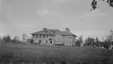 Black and white photograph of Walter J. Hill's Northcote Farm Residence, 1915. Photograph by D. Wallace.