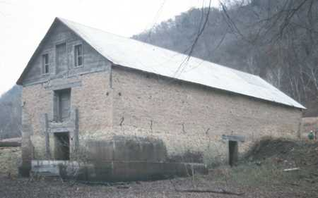 Color image of the Jefferson Grain Warehouse, Houston County, c.1994.