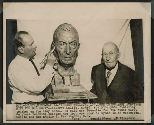 Albert Woolson, 107, lone Union Army survivor sits for his bust. Kalervo Kallio, noted Finnish sculptor, puts finishing touches on the clay model, 1954. Liljenquist Family Collection of Civil War Photographs, Prints & Photographs Division, Library of Congress.