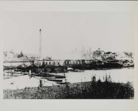 Pillsbury Lincoln Mill after it was destroyed by fire