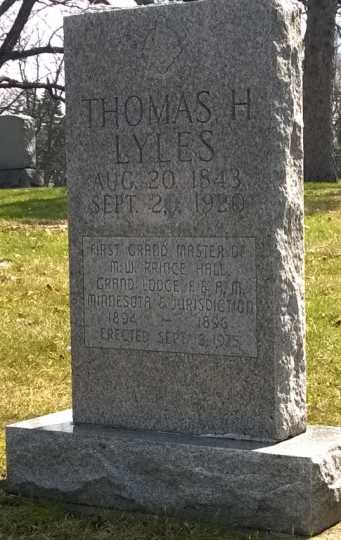 Color image of Thomas Lyles monument, 2014.