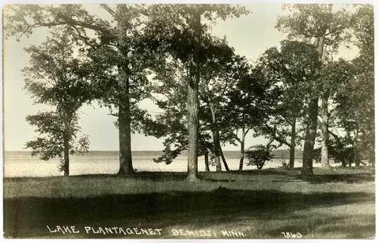 Photograph of Ozaawindib Lake
