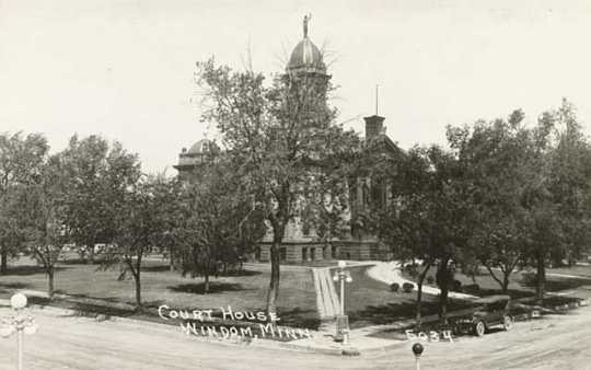 Northwest view of Cottonwood County Courthouse
