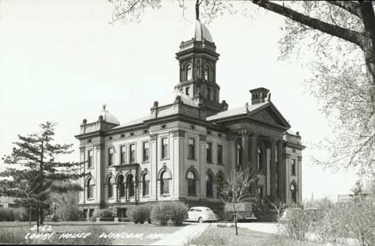 Side View of Cottonwood County Courthouse