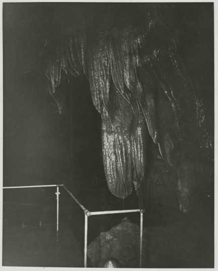 Photograph of Stalactite Room at Niagara Cave
