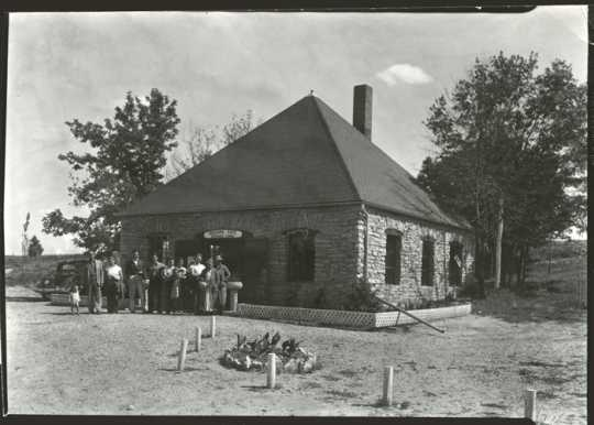 Photograph of entrance lodge at Niagara Cave, 1940
