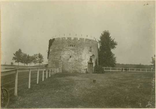 Black and white photograph of the round tower, c.1900.