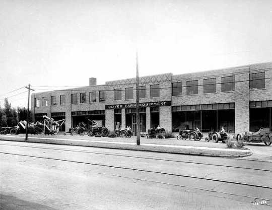 Black and white photograph of Oliver Farm Equipment, 3310 Como Avenue, Minneapolis, 1934.