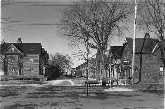 Black and white photograph of Milwaukee Avenue, 1985.