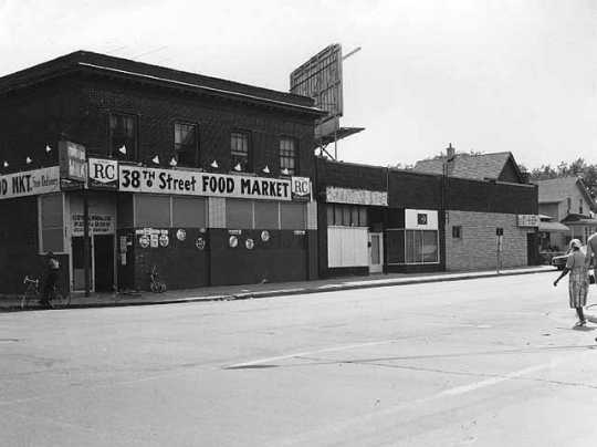 Black and white photograph of 38th St Food Market, 3800 4th Ave S, Minneapolis, 1975.