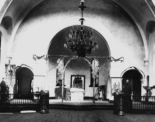 Black and white photograph of the interior of the sanctuary in St. Mary's Orthodox Cathedral, Minneapolis before decoration, 1905.