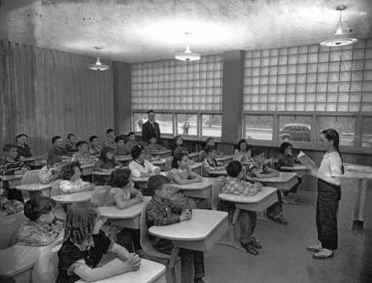 Black and white photograph of the interior of the Minneapolis Talmud Torah at 1616 Queen Avenue North in Minneapolis, 1951. Photograph by the Minneapolis Star Journal Tribune.