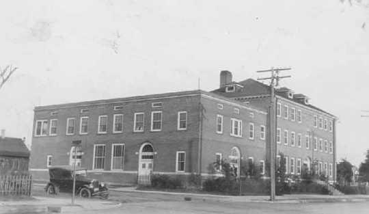 Black and white photograph of Northeast Neighborhood House, 1925.