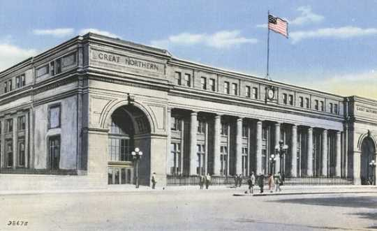 Color postcard showing the Great Northern Depot, Minneapolis, 1945.