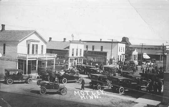 Black and white photograph of the Main Street, in Motley, c.1915.