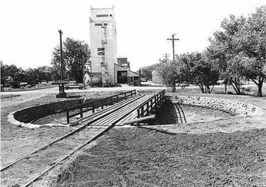 Black and white photograph of the locomotive turntable, Currie, September 1976.