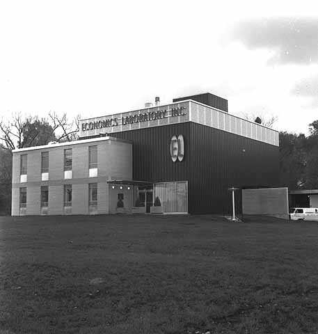 Black and white photograph of Economics Laboratory, 293 Como Avenue, St. Paul, October 8, 1962.
