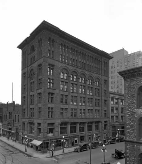 Black and white photograph of the Pittsburgh Building, Fifth and Wabasha, St. Paul, ca. 1926.