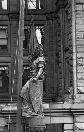 Black and white photograph of the statue of Germania being removed from the Germania Building, St. Paul, 1918.
